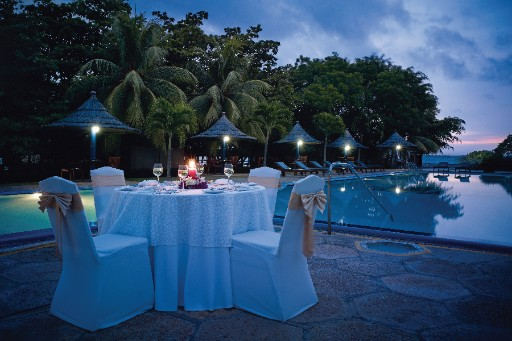 Poolside Dining Date near Colombo Airport at Vivanta Colombo, Airport Garden