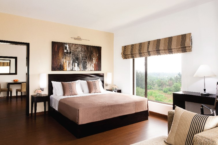 Superior Room Queen Bed - Vivanta Colombo, Airport Garden