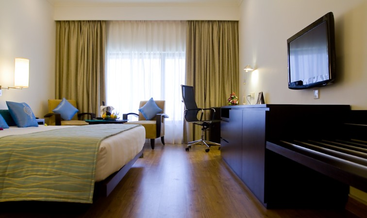 Superior Hotel Room with Kin Bed at Vivanta Colombo, Airport Garden
