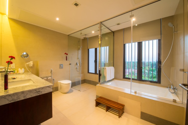 Luxury Bathroom at Vivanta Colombo, Airport Garden