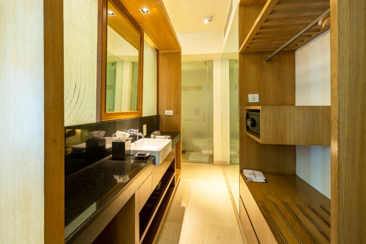 Superior Room's Luxury Bathroom at Vivanta Bengaluru, Whitefield
